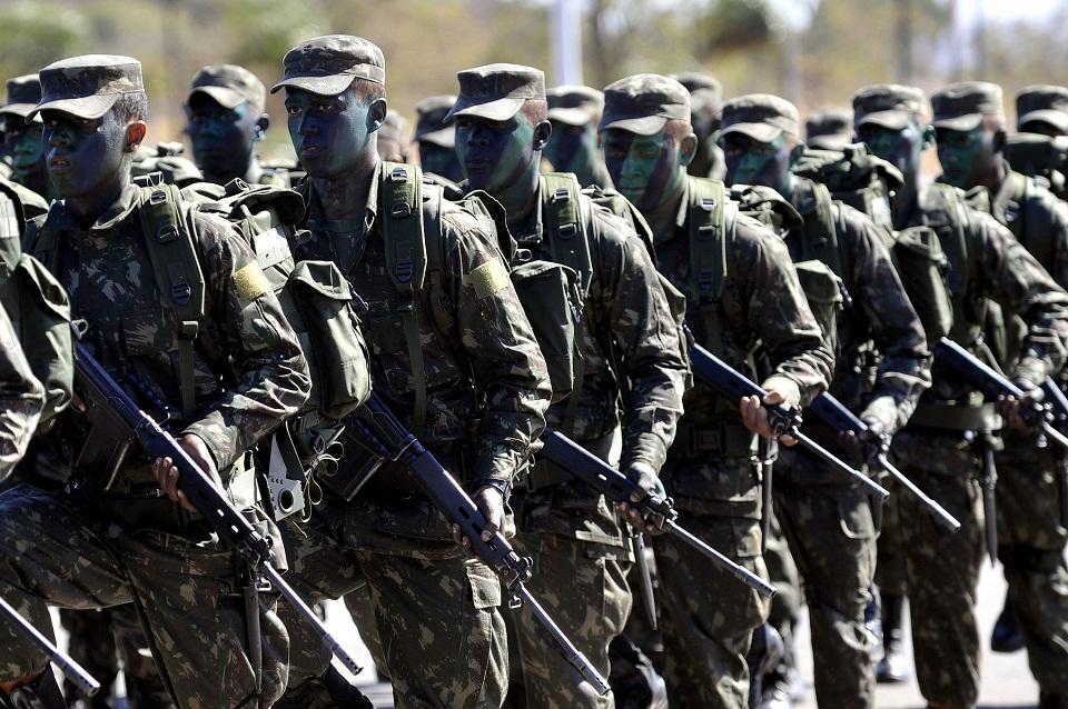 Ex-militares do Exército são recrutados por criminosos