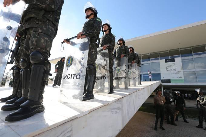 Manifestação pró-Bolsonaro explicita incômodo nas Forças Armadas