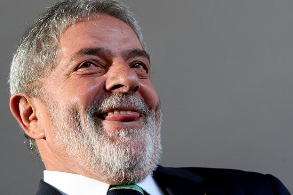 Lula busca reaproximação com Forças Armadas