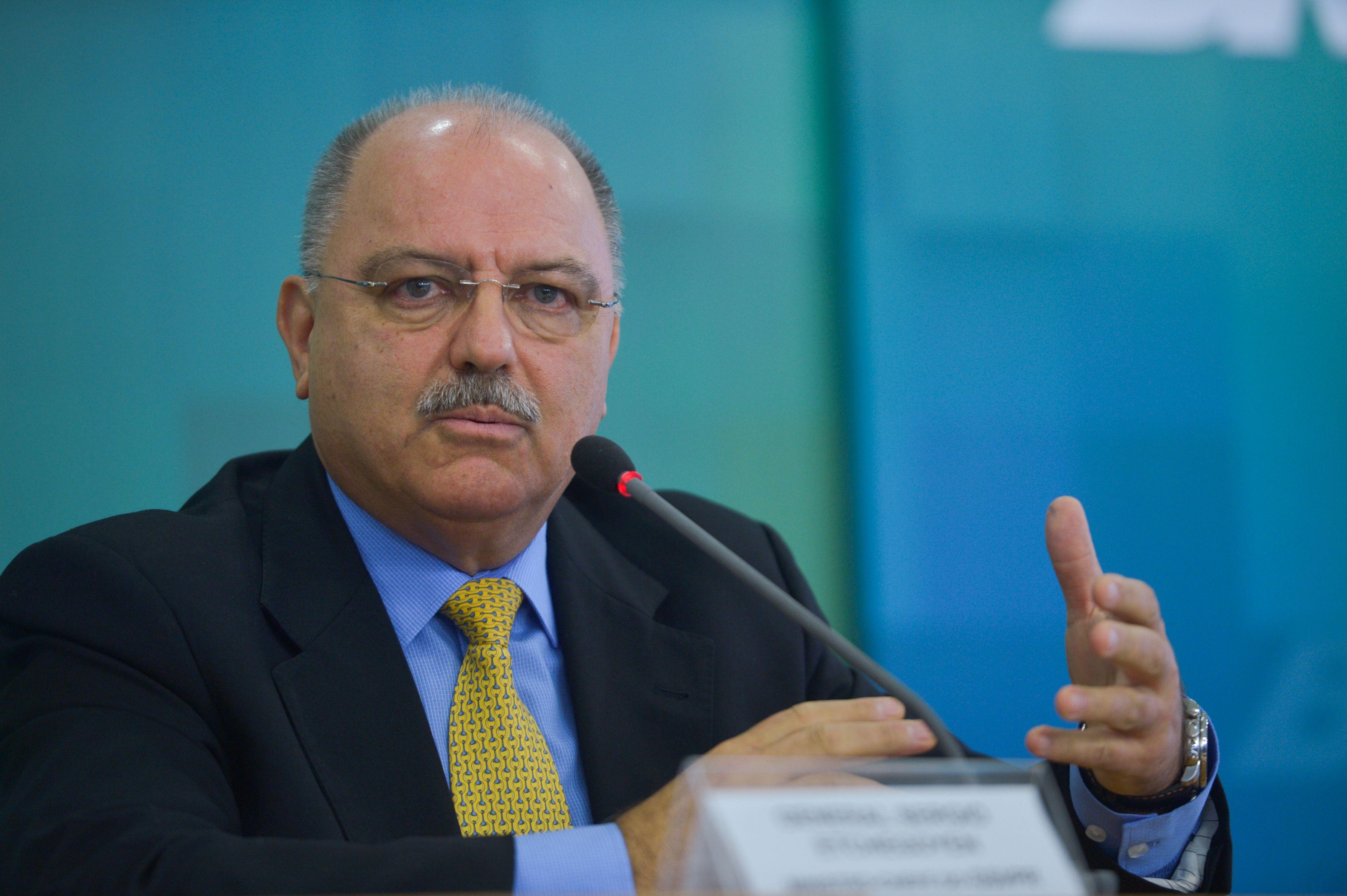 """""""Indefensável"""", diz general Etchegoyen sobre participação de Pazuello em ato de Bolsonaro que foi absolvida pelo Exército"""