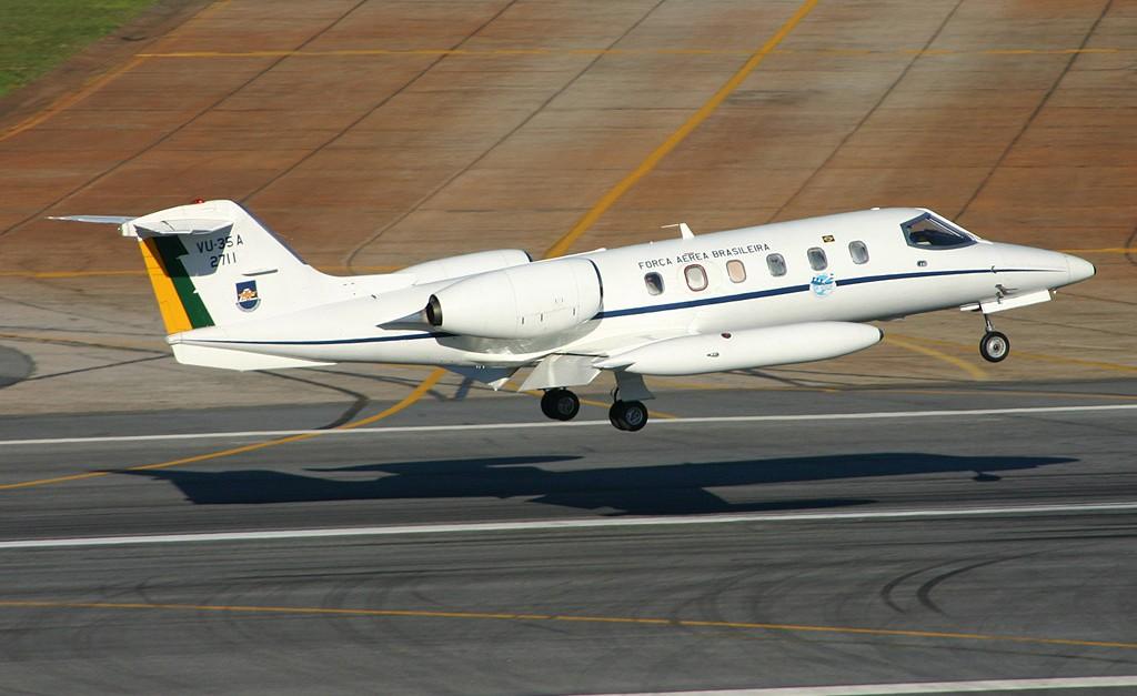 Governo vai mudar regras e restringir uso de aviões da FAB por autoridades