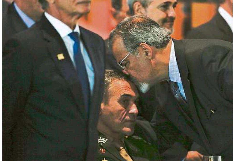 Golpistas se passam por família de General Vilas Bôas