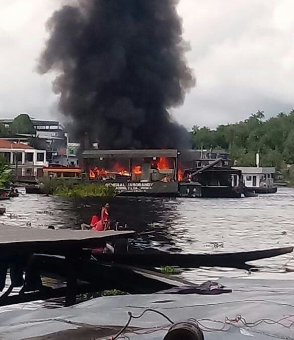 Balsa do Exército explode durante abastecimento no interior do Amazonas