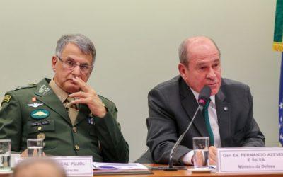 Xingamentos a general não são cabíveis, diz ministro da Defesa
