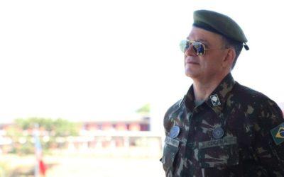 Reservado e expert em defesa cibernética: quem é o general encarregado do Enem