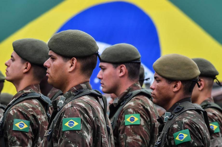 A prudente distância dos militares (editorial do Estadão)