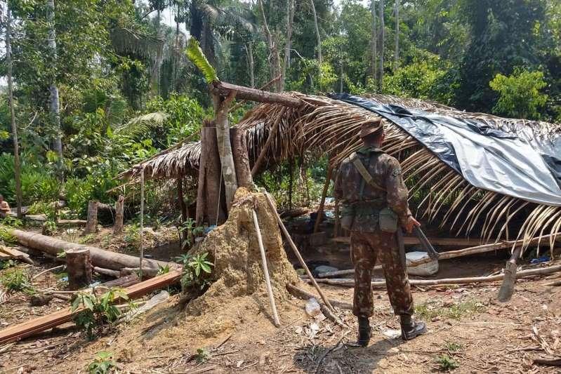Exército detém oito em operação contra queimadas na Amazônia