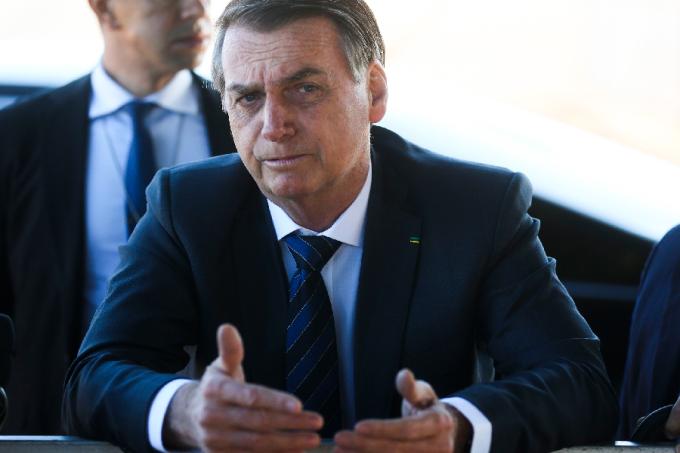 Em almoço com generais, Bolsonaro diz que sancionará Previdência de militares em breve