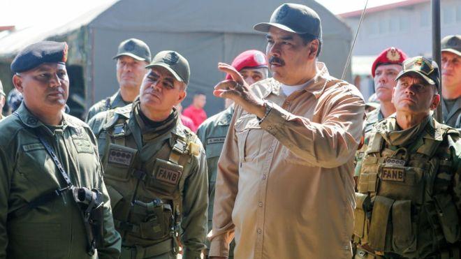 Maduro mantém tropas da Venezuela na fronteira com Colômbia