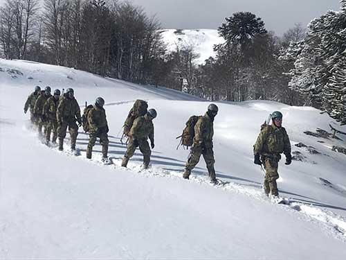 Milicos raiz: Comandos da Marinha treinam no Chile sob nevasca e 15º negativos