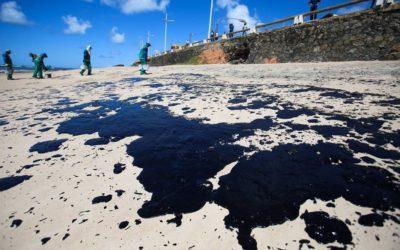 Marinha informa que já retirou 900 toneladas de óleo em praias no Nordeste