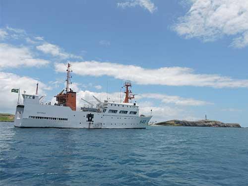 Óleo no mar: Marinha amplia monitoramento das águas no sul da Bahia