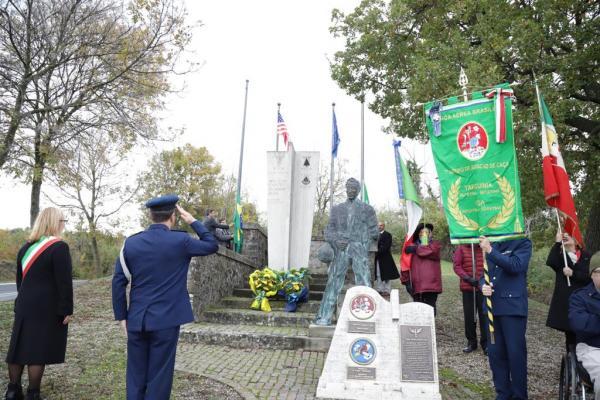 Piloto da FAB na Segunda Guerra Mundial é homenageado na Europa