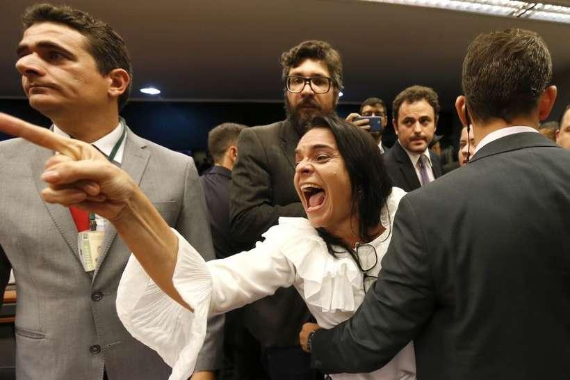 Reforma da Previdência dos militares afasta Bolsonaro de praças