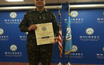 Sargento do Exército Brasileiro é escolhido o melhor instrutor do WHINSEC, no Fort Benning