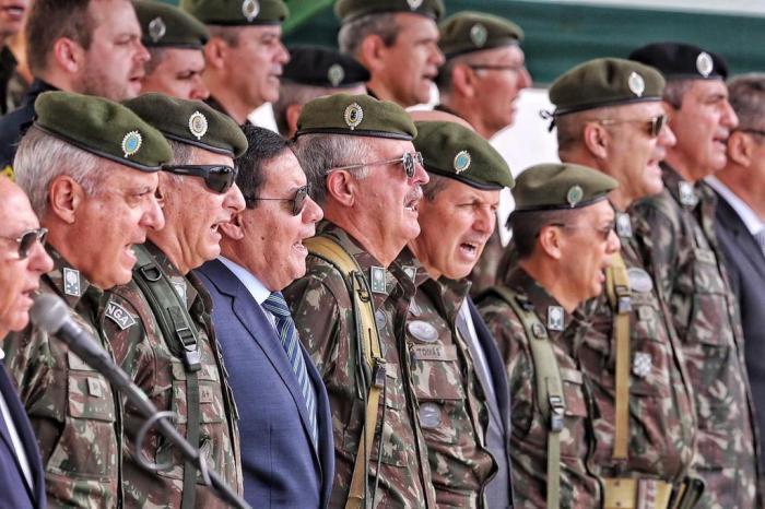Mourão participa de reabertura de divisão militar desativada por Dilma no RS