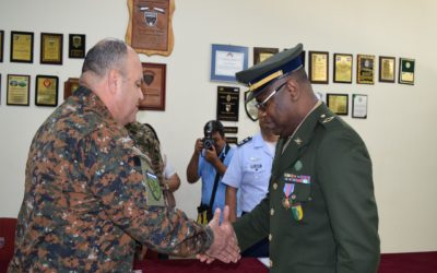 Subtenente do Exército é condecorado em escola militar de El Salvador