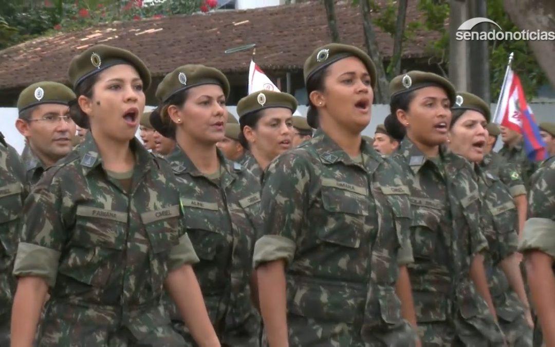 """Comissão do Senado aprova serviço militar voluntário para mulheres com cota de 30%. """"O que existe é preconceito"""", diz senador"""