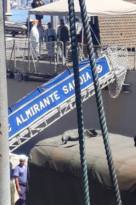 Navio da Marinha atraca no Rio com dois casos confirmados de Covid-19