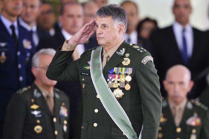 De saída, general Pujol diz que Exército é fiel à Constituição