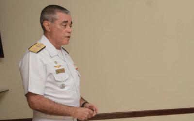 Diretor de Saúde da Marinha, almirante é cotado para o lugar de Teich