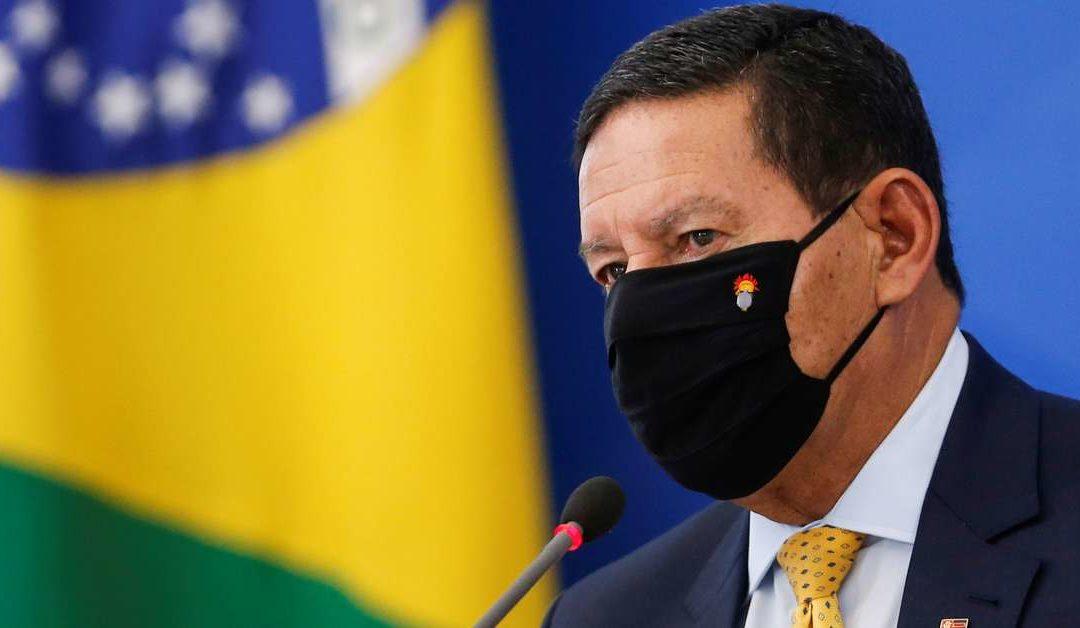 Forças Armadas indisciplinadas ou com projetos ideológicos comprometem democracia, diz Mourão