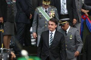 Bolsonaro defende que Ministério da Defesa seja comandado por militares