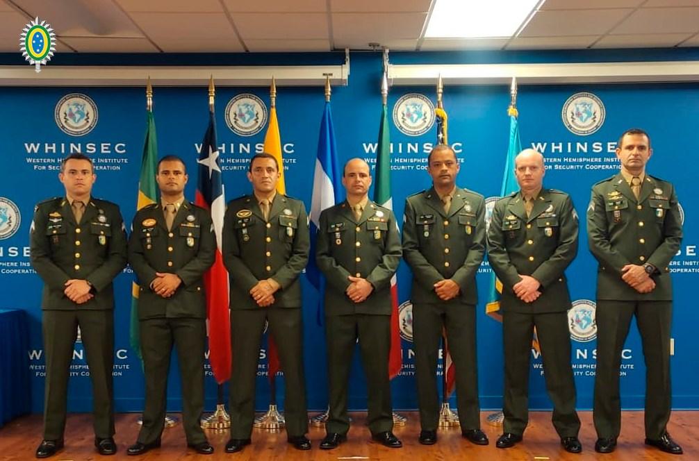 Militares do Exército são destaque em curso para sargentos nos EUA
