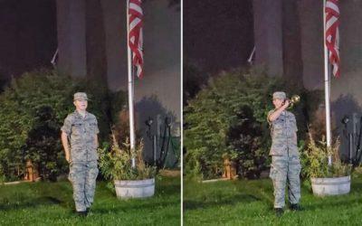 Menino americano homenageia militares mortos em ataque suicida no Afeganistão